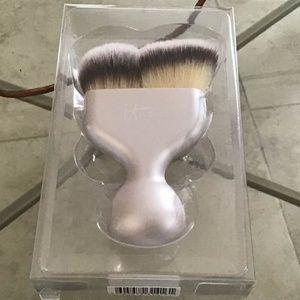 IT Cosmetics Luxe Hello Cheekbone Brush